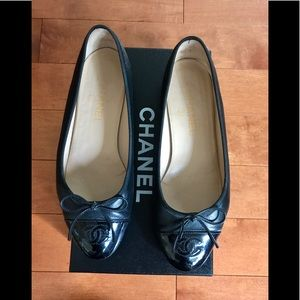 Authentic Chanel ballet flats leather w/patent tip